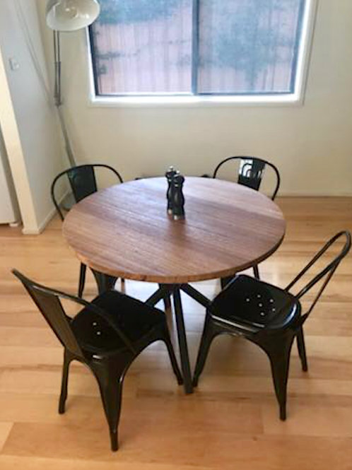 157. Round dining table with black metal legs