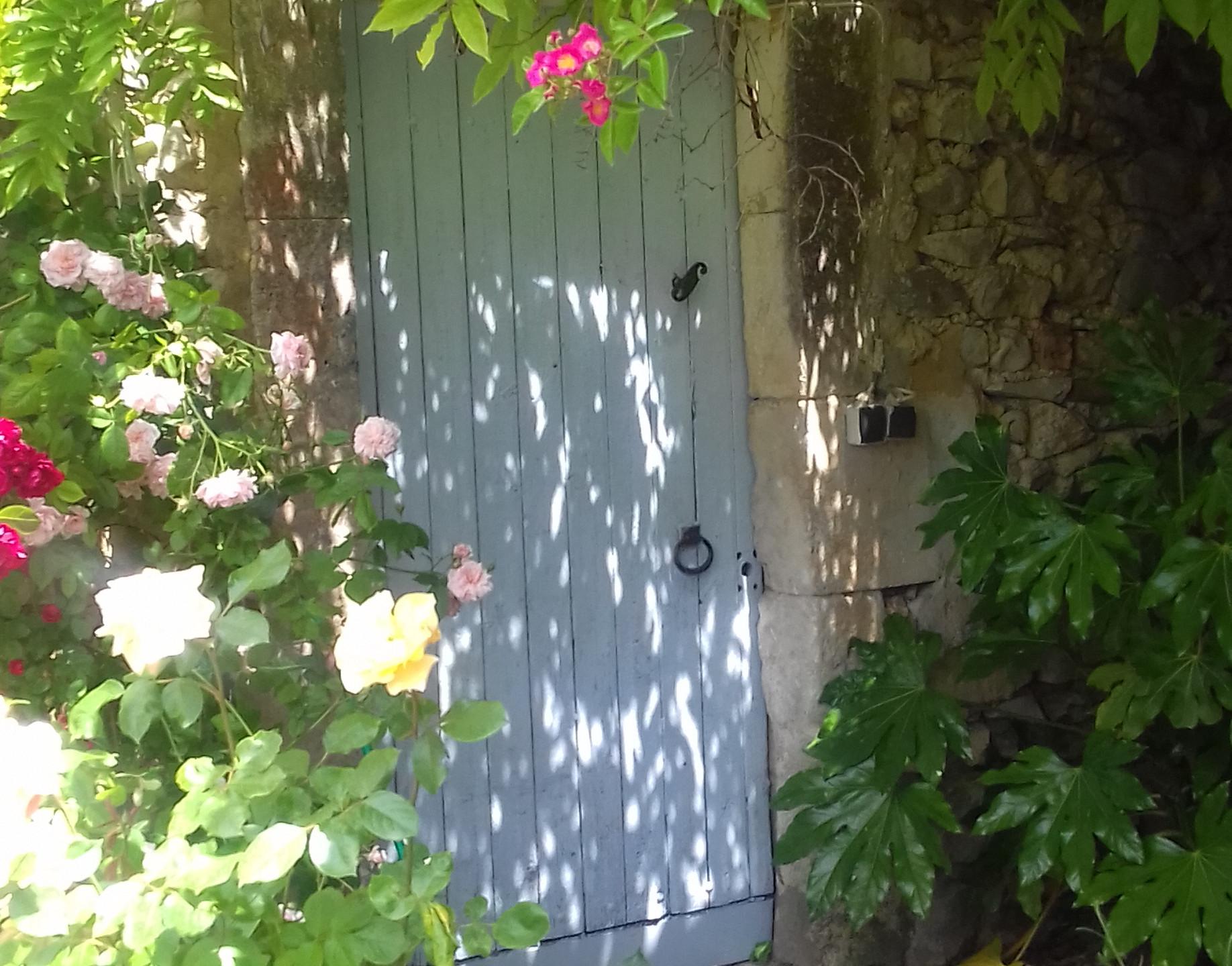 pool door