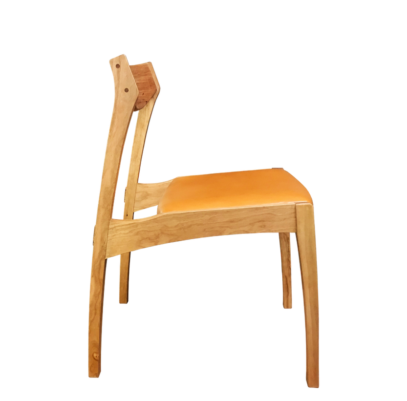 tako chair 横_edited.png