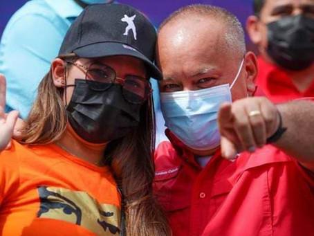 """¡De la Francia del Macron """"socialista! El """"regreso triunfal"""" de Rosinés Chávez"""