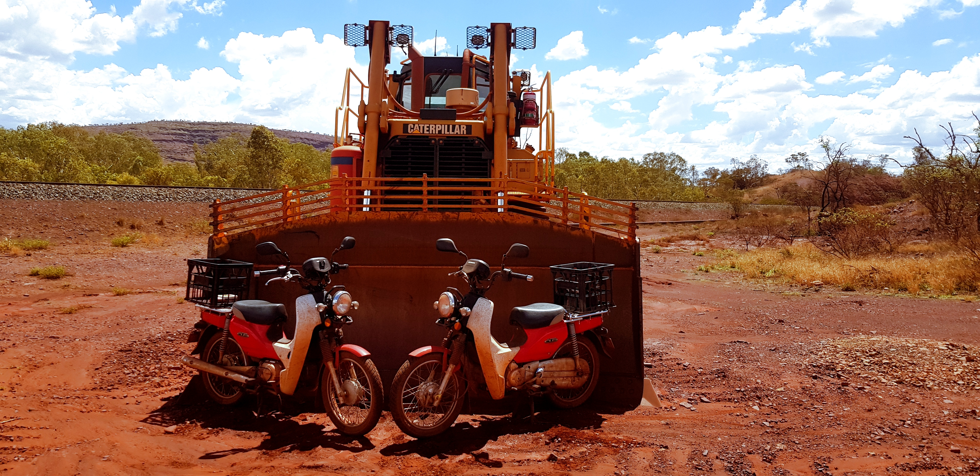 Postie Bike vs Loader - Pilbara Tour