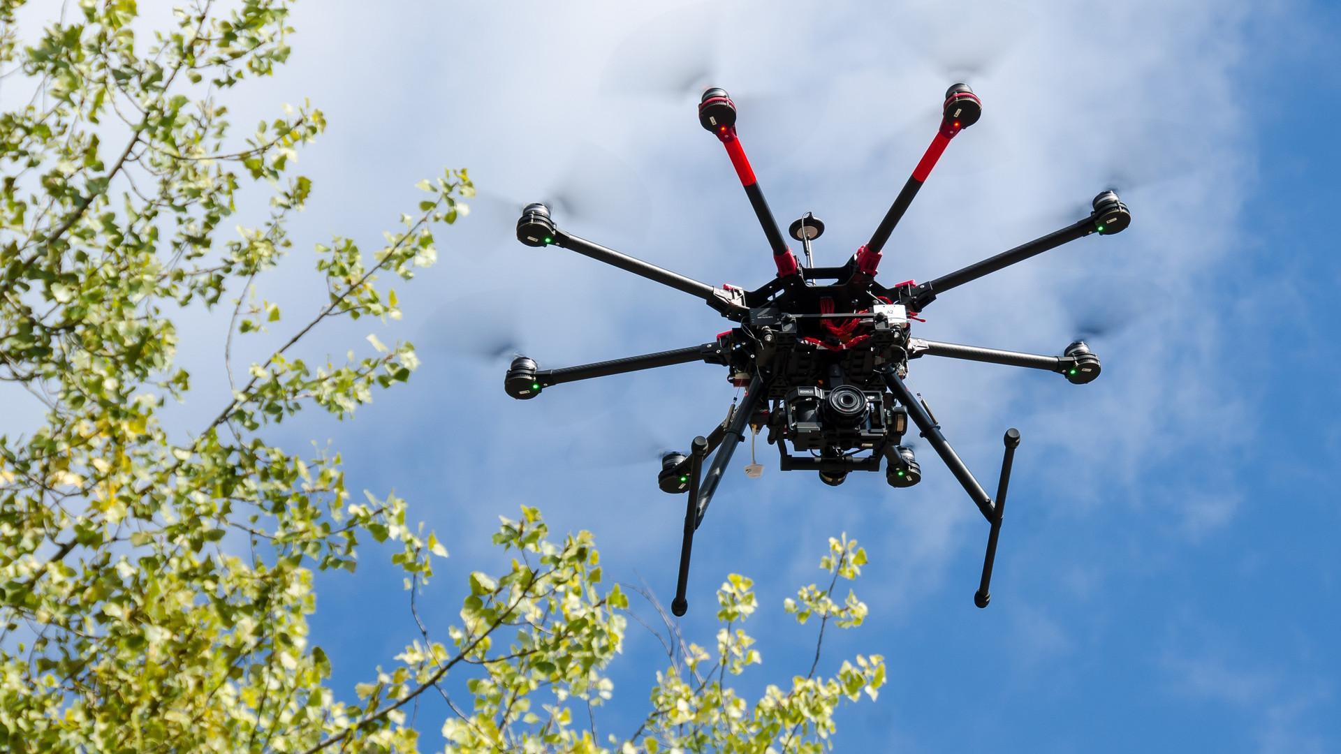 drone-2168938.jpg