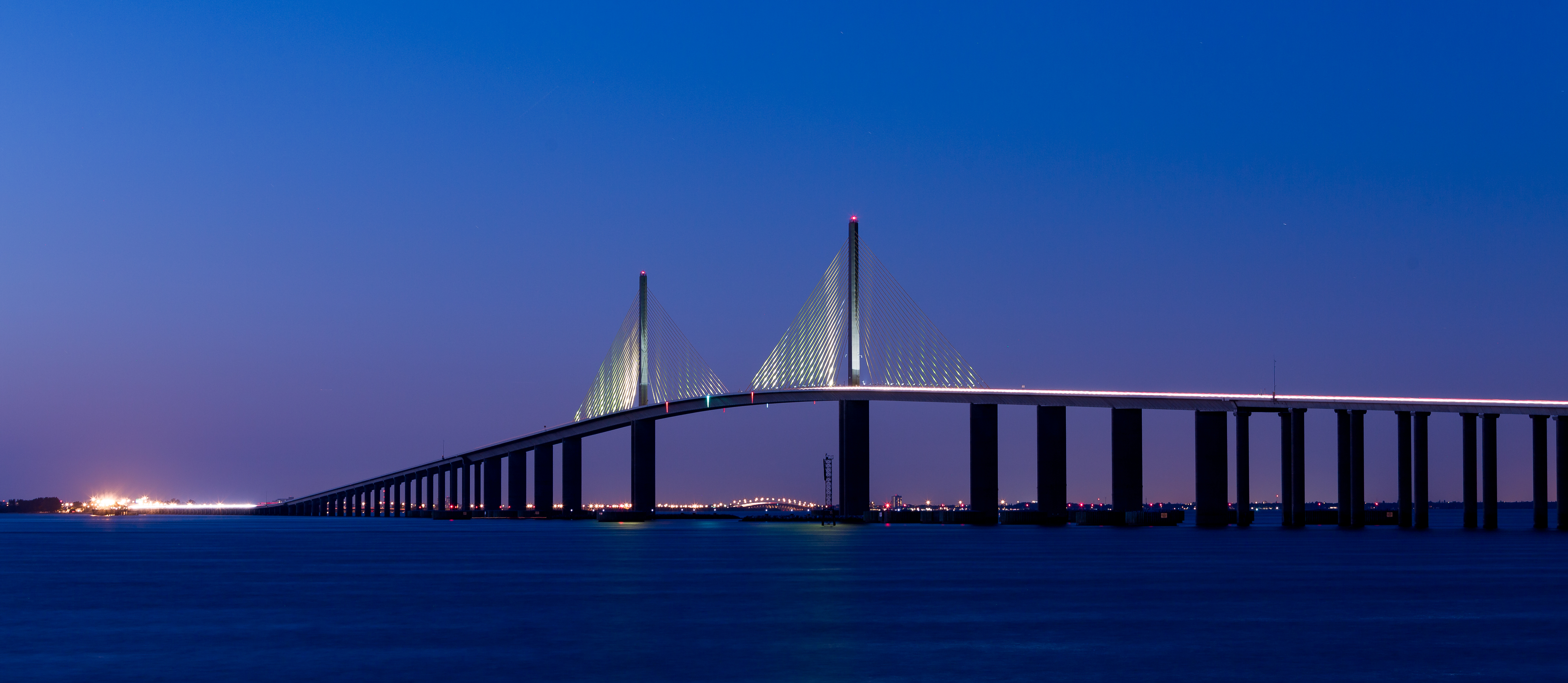 Sunshine-Skyway-Bridge,-Blue-Hour,-Eveni