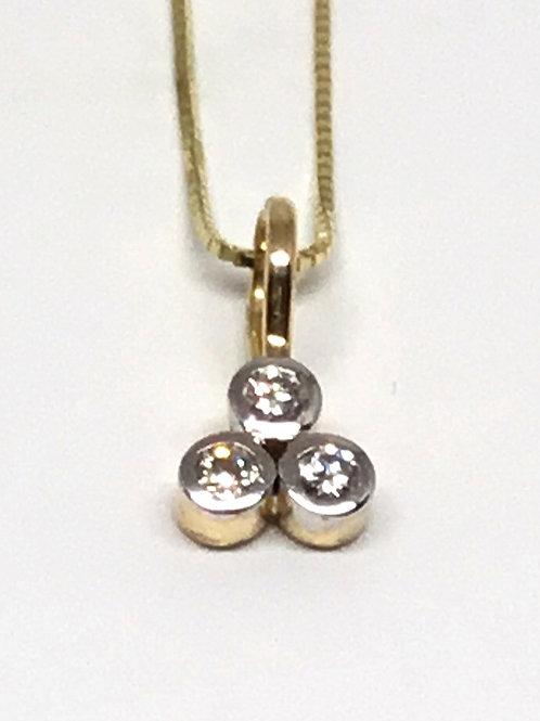 Diamond pendant 3 stone 18 karat gold