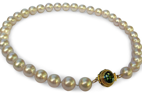 Large pearl necklace with 18 karat gold, blue topaz and diamond clasp