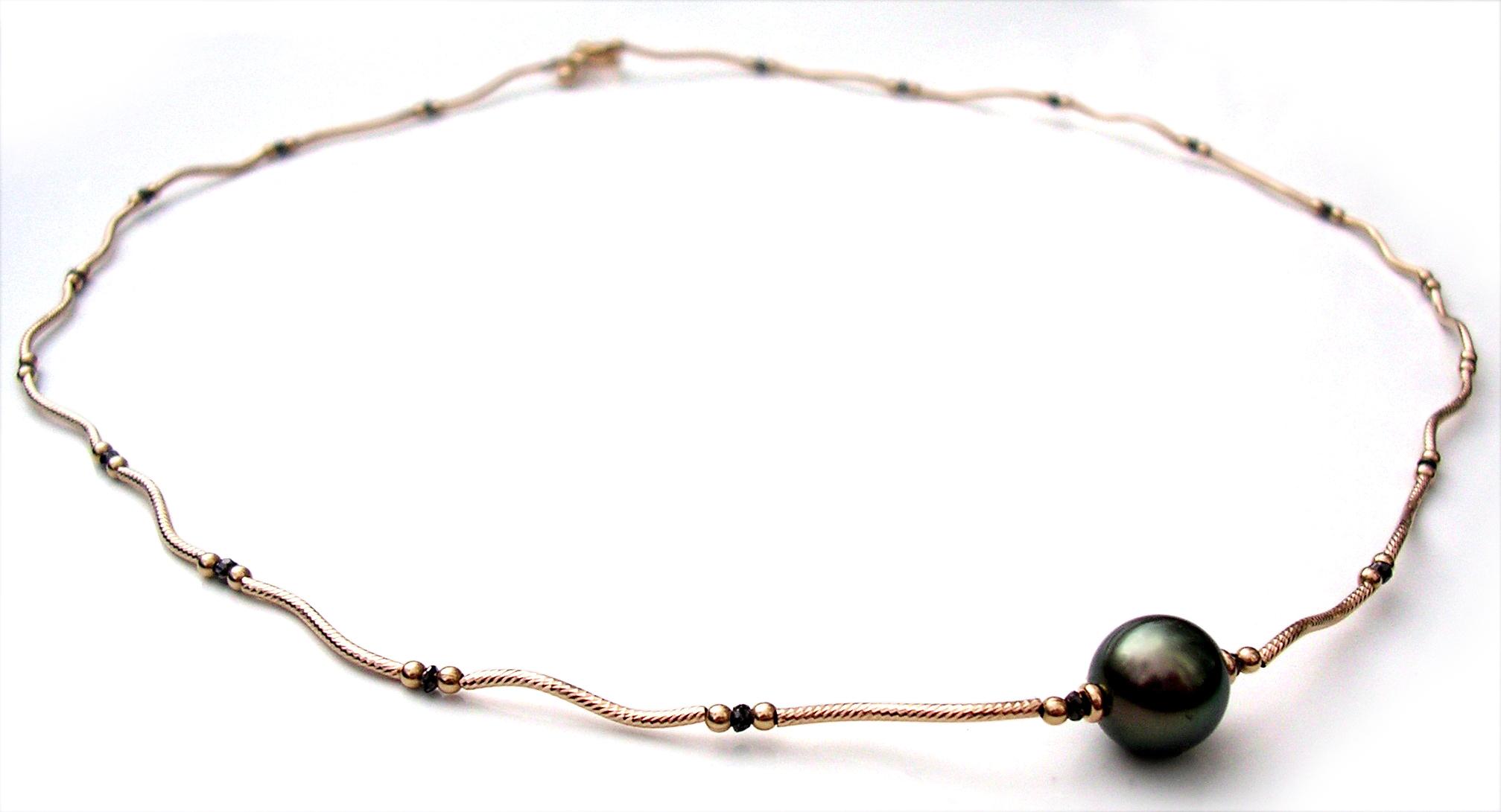 Tahitian pearl black diamond
