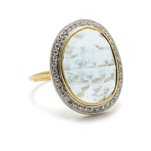 Aquamarine and diamond 18 karat gold ring
