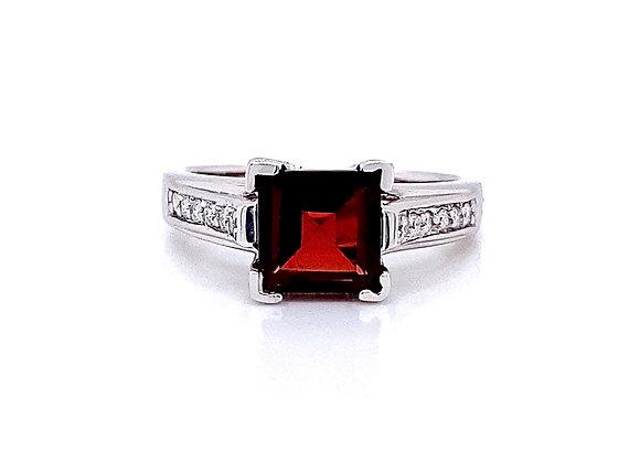 14kt White Gold Garnet Gemstone and Diamond Side Stone Ring