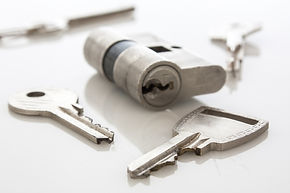 door-lock-and-keys-28874327.jpg