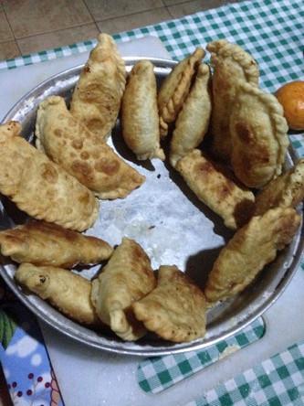 Empanadas sind frittierte Teigtaschen, in denen sich Käse befindet. In Bolivien sind sie an jeder Ecke zu finden.