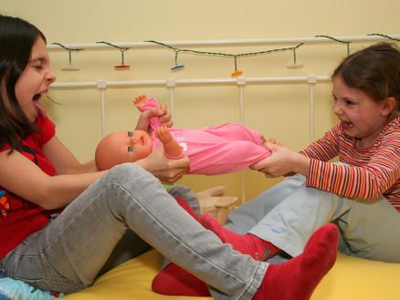 Geschwisterstreit unter Kindern