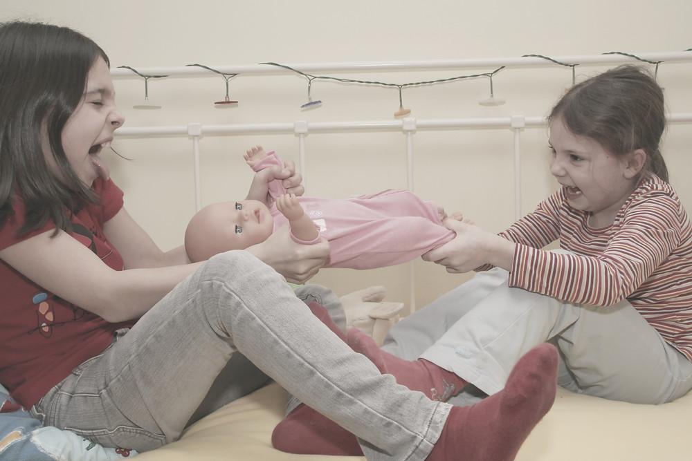 Lebenstipps Dr. Hefti: Geschwisterstreit schlichten. Umgang mit Streit, Kinder streiten, Kinder Streit