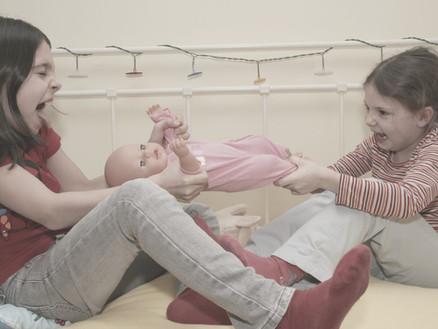 """""""Unsere ältere Tochter wird rasch wütend und schlägt die kleine Schwester."""""""