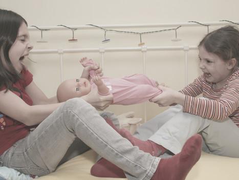 """""""Unsere Tochter sucht oft Streit mit ihrer Schwester."""""""