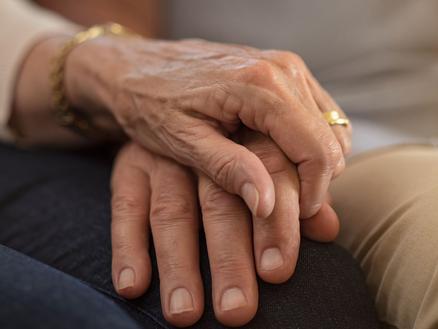"""""""Meine alte Mutter ist krank und lebt in finanzieller Abhängigkeit von ihrem Partner."""""""