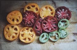 I'm thinking tomato tart🍅#heirloomtomatoes #summer #savourytart