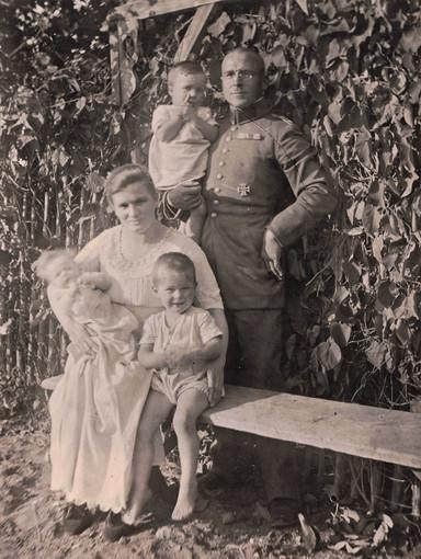 Stolzer Familienvater und Polizist