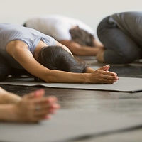 kelli howard yoga online.jpg