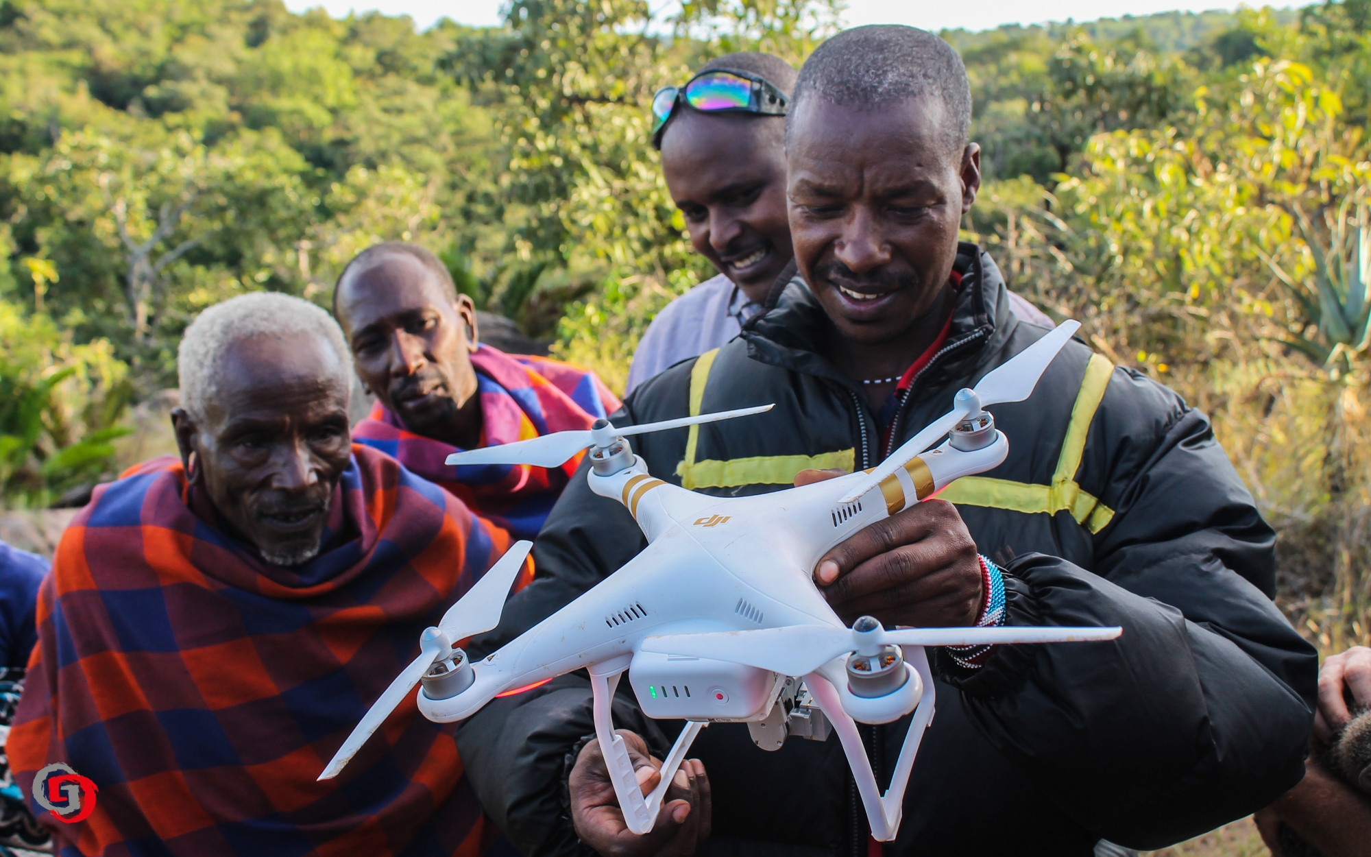 Maasai Leute mit Drohne