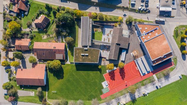 Schulhausplatz senkrecht von oben