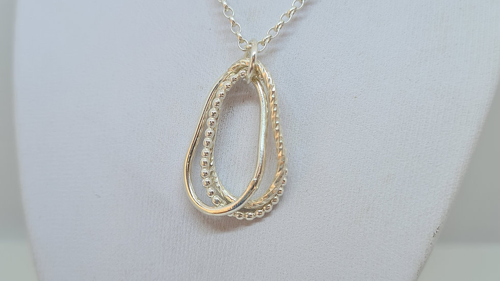 Teardrop Three textured rings pendant