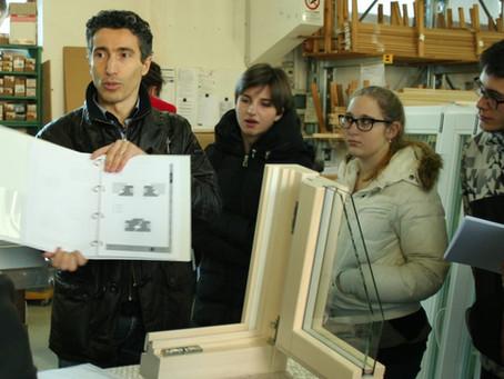 Studenti in visita aziendale per conoscere i serramenti in legno