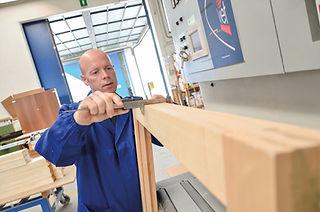 Siamo un'azienda che produce serramenti e porte interne in legno su misura per tutta la provincia di Vicenza. Produttori di serramenti in legno per Vicenza e Padova