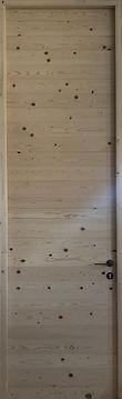Porta interna in legno massello di Abete senza utilizzo di colle o altre sostanze chimiche.