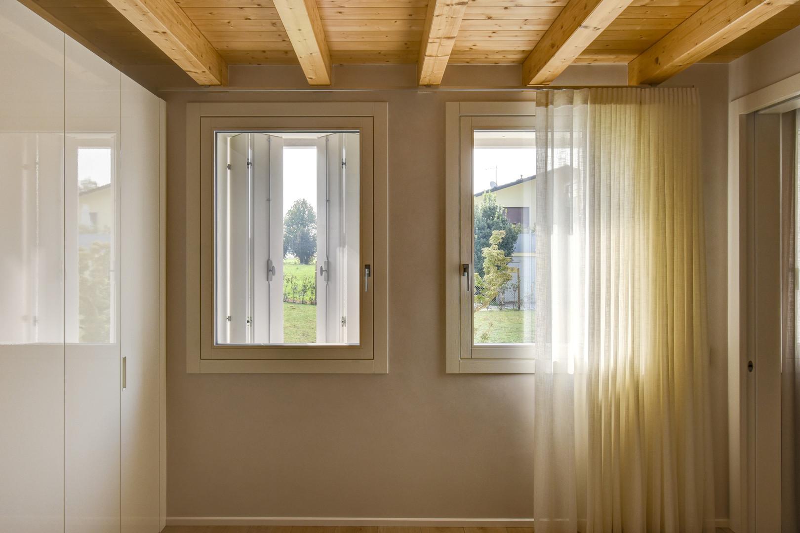 Finestre ad anta e ribalta in legno