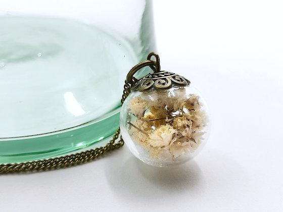 Petit pendentif en fleurs séchées de gypsophile - Accessoire idéale pour mariage -