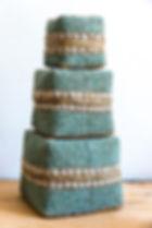 Boite à offrande bambou recouverte de perles turquoises et écrues - Marseill