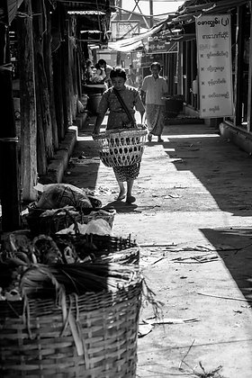 Photographie scène de marché Inla lake Birmanie - Photo Noir et blanc