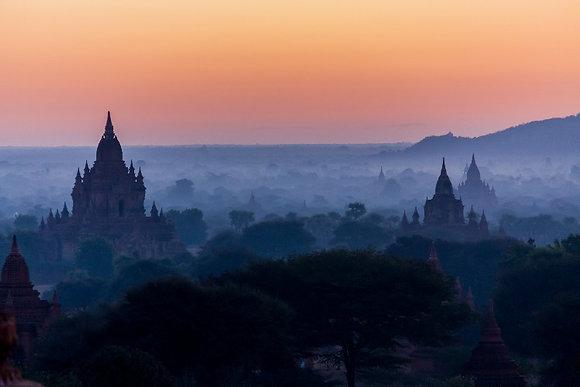 Photographie Plaine de bagan dans la brume du matin, Birmanie - Trois Fenêtres