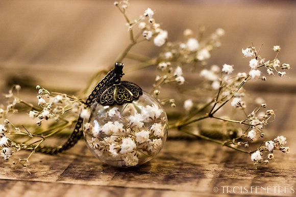 Pendentif fleurs blanches de gypsophile - Collier parfait pour mariage - Marseille