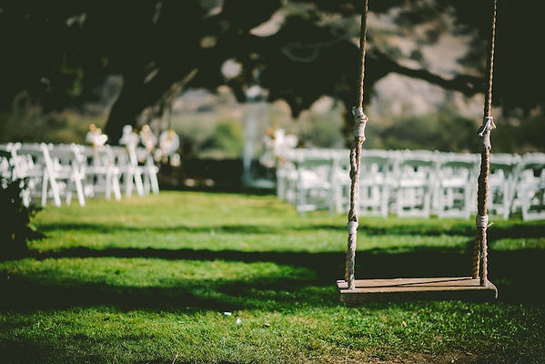 mariage sur herbe- balancoire.jpg