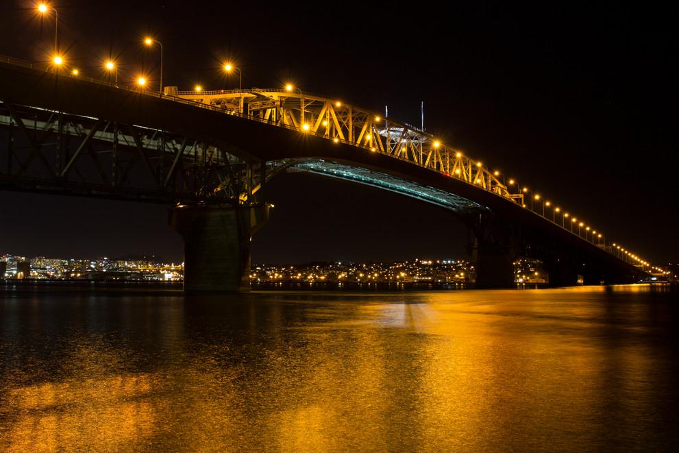 Auckland harbour bridge at night