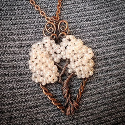 I just love my trees!! I made this one with copper wire and pale peach beads, and I love the combo!