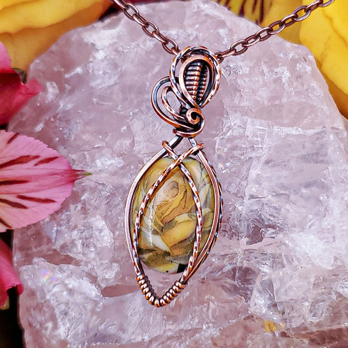 Vintage Yellow Rose Pendant in Twisted and Crisscrossed Copper Frame