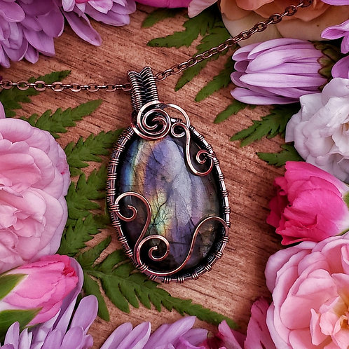 Rainbow Labradorite in Woven and Swirly Copper Frame