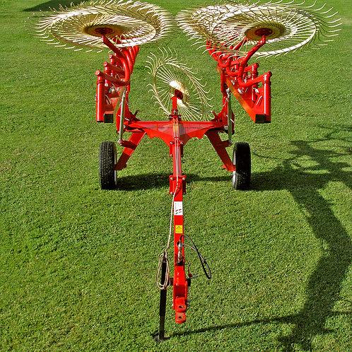 Farm King 12 Wheel Bat Rake