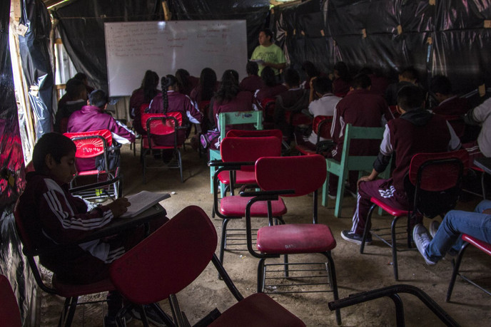La crisis del coronavirus obliga a desertar a 2,5 millones de estudiantes mexicanos