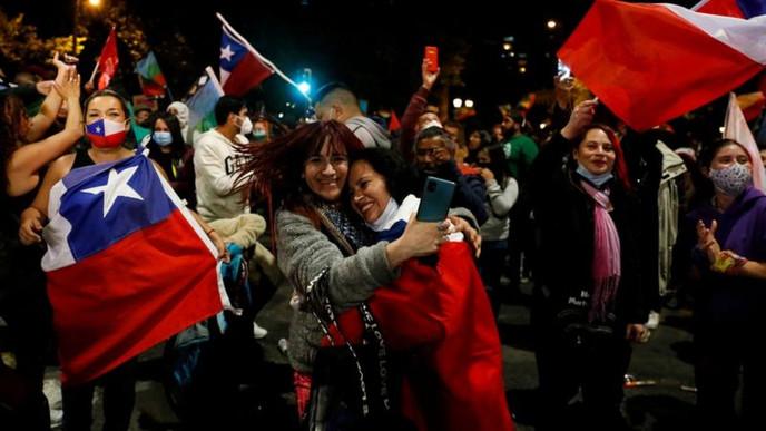 Chile aprueba por abrumadora mayoría cambiar la Constitución de Pinochet