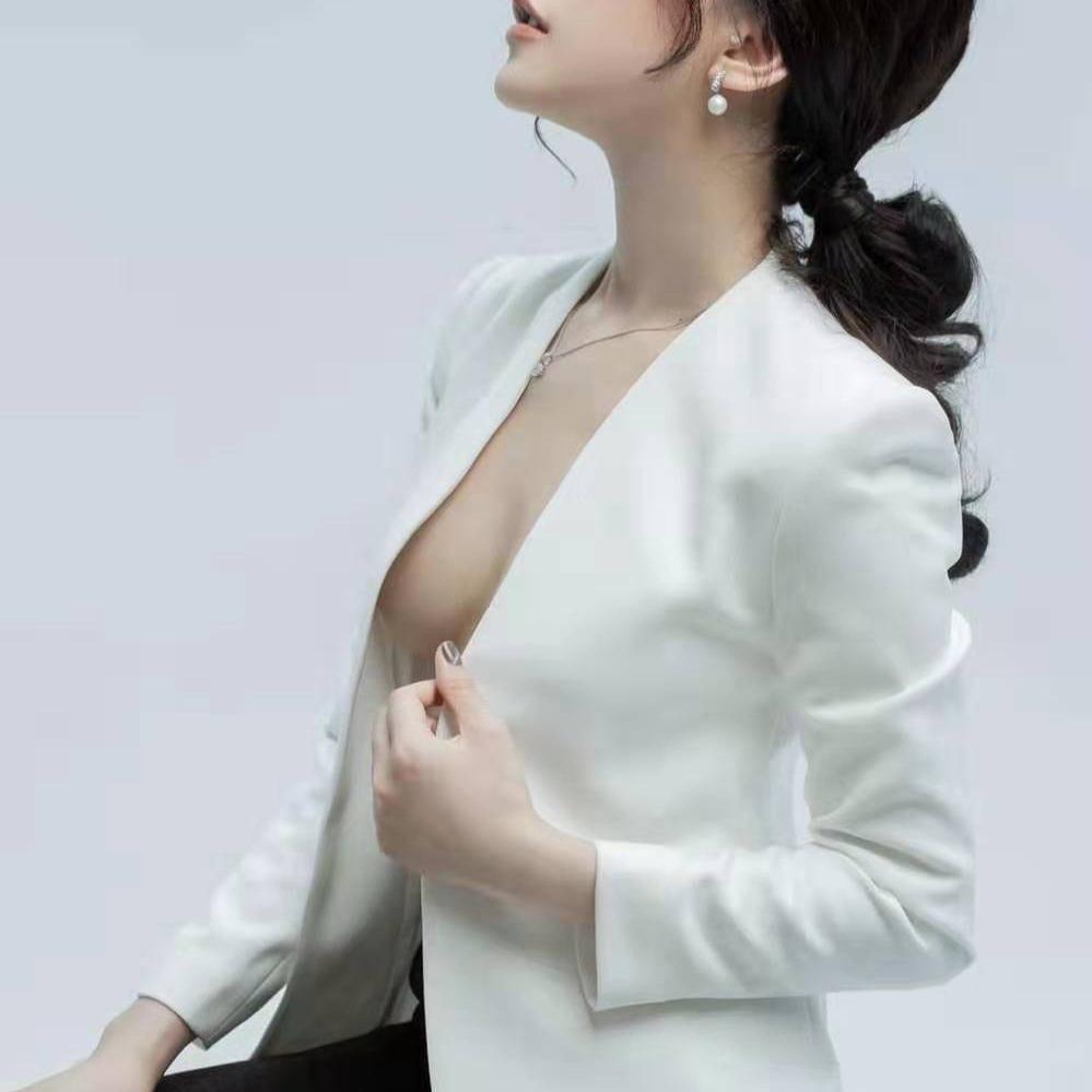 Luxury VIP Asian Escort Girl in Singapore