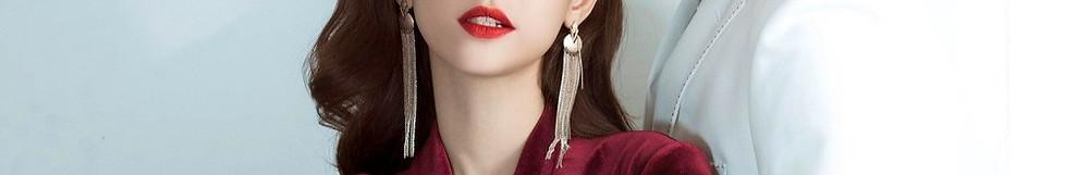 Asian Singapore Escort girl in red lipstick