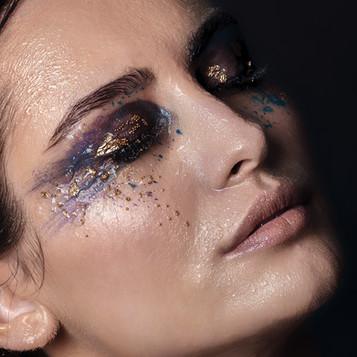 creativ makeup, color makeup, glossy makeup look