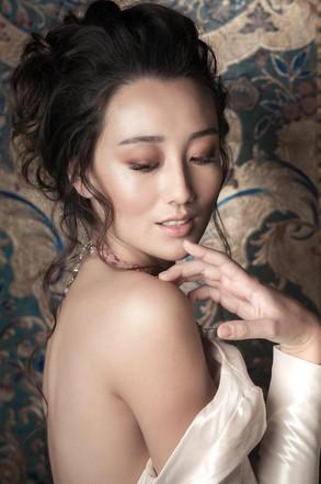 Bridal photo shoot, bridal stylist, bridal fresh makeup look and messy hair