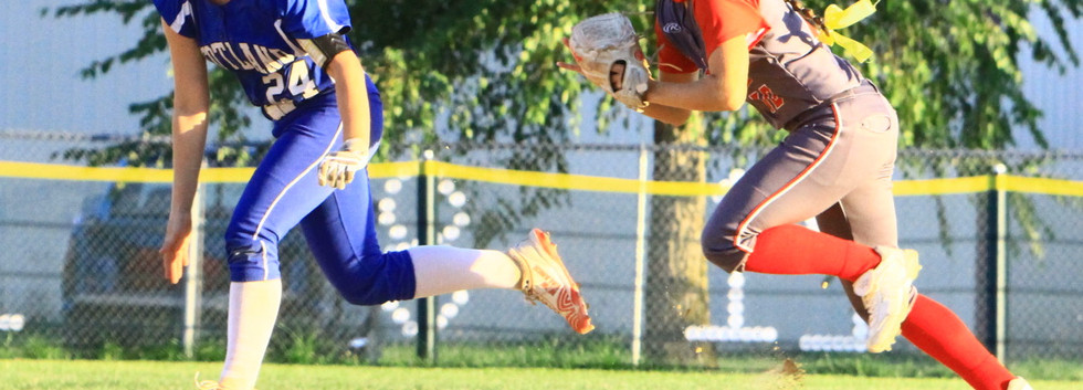 Alexis Ellison (shortstop) Tags out runn
