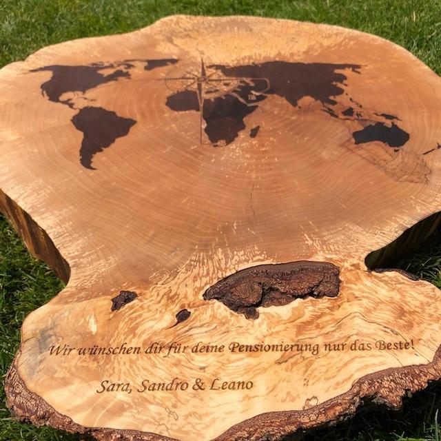 Lasergravur Holz Baumscheibe.jpg