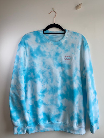 Sea blue tie dye wavy sweatshirt - £30