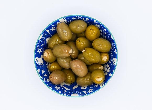 Griekse olijven gevuld met look
